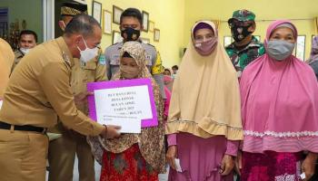 Bupati Bangka Salurkan Bantuan BLT DD Untuk 4.793 Warga