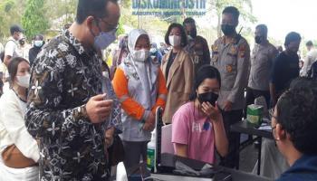 Bupati Bangka Tengah Apresiasi Vaksinasi Massal Menyambut HUT ke-75 Bhayangkara