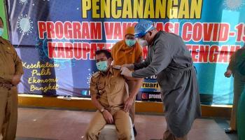 VIDEO Bupati Bangka Tengah Terima Suntikan Perdana Vaksin Covid-19