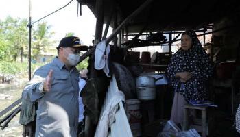 Cari Solusi Atasi Banjir, Gubernur Erzaldi Susuri Pemukiman Warga di Pangkalpinang