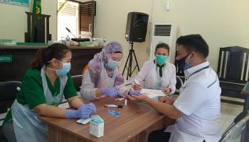Cegah Covid-19 Klaster Perkantoran, Pegawai Pegadilan Negeri Mentok Dirapid Test