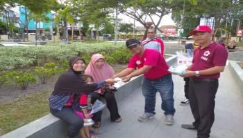 Cegah Penularan Covid-19, PMI Kabupaten Bangka Bagikan Masker dan Makanan