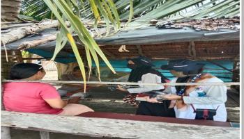 Cegah Penyebaran Corona, KKN UBB Desa Tanjung Gunung Bagikan Masker Gratis