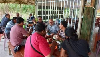 Ciptakan Suasana Kondusif, Kapolsek Toboali Ngopi Kamtibmas Bareng Jurnalis