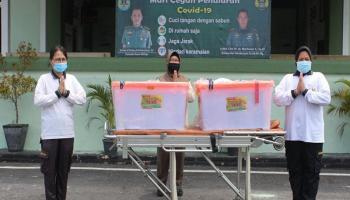 Dandim 0413/Bka Serahkan Bantuan Kesehatan dari Ketua Umum Persit KCK