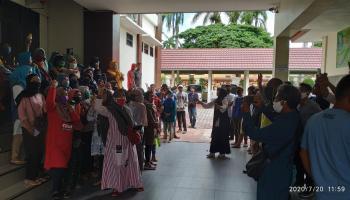 Datangi Pengadilan Negeri Sungailiat, Ratusan Petani Singkong dan Masyarakat Kenanga Beri Dukungan Moril ke PT. BAA