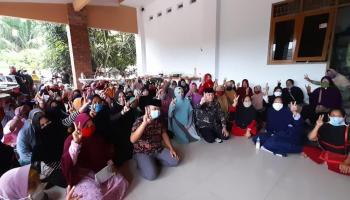 Datangi Rumah Haji Kora, Ratusan Pelaku UMKM Bateng Doakan Berdikari Menang