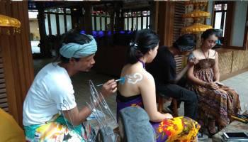 De Locomotief Kenalkan Seni Body Painting Kepada Pengunjung