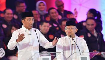 Debat Capres: Jokowi Singgung Jurkam Prabowo-Sandiaga yang Operasi Plastik