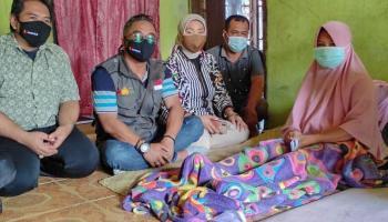 Dedikasi Darlili, Seorang Pengawas TPS Tetap Bertugas Walau Alami Kecelakaan