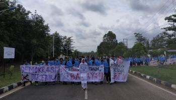 Demo Mahasiswa UBB Berakhir Ricuh