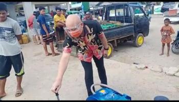 Dengar Aspirasi Nelayan Batu Belubang, Didit Srigusjaya Berikan Bantuan Mesin Penarik Ponton