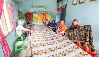 Desa Simpang Katis Kembangkan Batik Pakkis