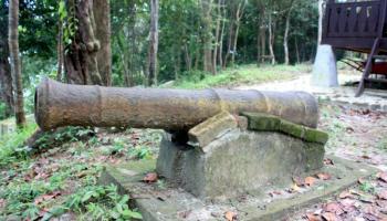 Dibalik Misteri Bukit Penutuk, Dijaga 9 Meriam Dan Pendekar Wanita Bernama Jamilah