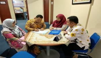 Didampingi Istri, Syarat Pencalonan Rektor UBB DR.H.Iskandar M.Hum Dinyatakan Lengkap