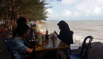 Dilema Berlibur di Pantai Pasir Padi, Kini Ruang Publik Berganti Lahan Bisnis