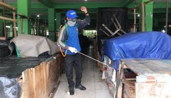 Dinas Perdagangan Semprot Disinfektan di Seluruh Pasar Pangkalpinang