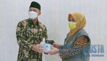 Dinas Sosial Babel Serahkan Bantuan Covid-19, Herry Erfian : Bentuk Sinergitas Hadapi Pandemi