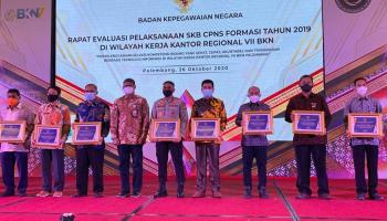 Dinilai Akuntabel Melaksanakan SKB CPNS 2019, Walikota Pangkalpinang Terima Penghargaan BKN