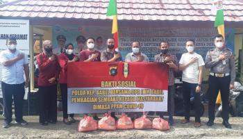 Direktorat Intelkam Polda Babel Bersama DPD IMM Bagikan 30 Paket Baksos ke Masyarakat Isoman