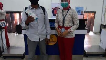 Dorong Kesadaran Protokol Kesehatan Penerbangan, Sriwijaya Air Group Bagikan Healthy Kit untuk Penumpang