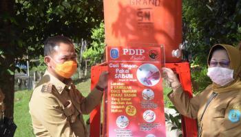 DPC PDI Perjuangan Bangka Berikan Bantuan Wastafel dan Galon ke Pemkab Bangka Untuk Tangani Covid-19