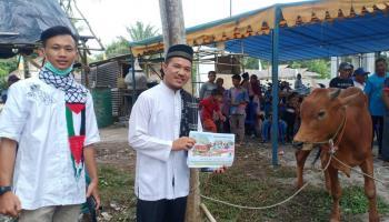 DPD BKPRMI Bangka Qurban 1 Sapi dan 1 Kambing di Dusun Kayu Arang