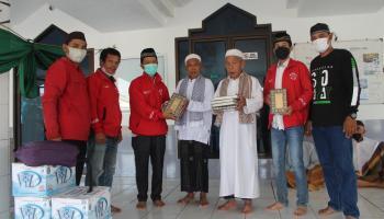 DPD PSI Pangkalpinang Wakafkan Ratusan Al Quran untuk Masjid dan Muholah