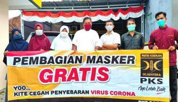 DPW PKS Babel Bagi-bagi Masker Gratis