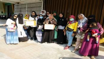 Dua Jam Turun ke Pasar, Emak-Emak Bro Sandi Kumpulkan Sumbangan Gempa Rp 12 Juta