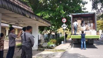 Dua Kontainer Logistik Pemilu Tiba di Kantor KPU Bangka