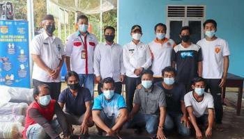 Dukung Petani Kerang Darah, Bupati Bangka Serahkan Bantuan Jaring