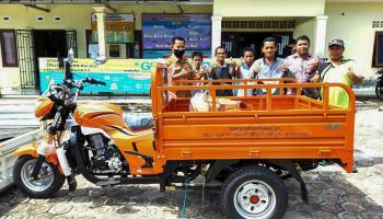 Dukung PPM Desa Pangkalbuluh, PT APNJ Berikan Motor Roda Tiga