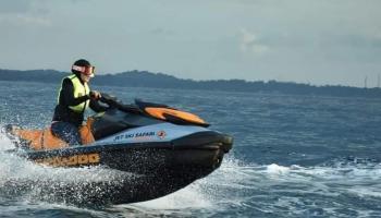 Eksplor Eksotisme Tanjung Kelayang Hingga Pulau Lengkuas, Istri Gubernur Babel Naik Jetski