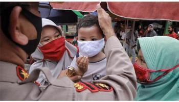 FOTO Bagi-bagi Masker dan Sosialisasi Bahaya Covid-19 ke Pasar dan Pengguna Jalan