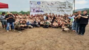 Foto-foto Gubernur Bersama Masyarakat Melakukan Penanaman Pohon di Gunung Mangkol
