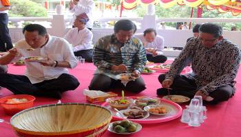 foto-foto Ngedulang Waisak yang merupakan rangkaian acara Harmoni Serumpun Sebalai dalam memperingati Waisak 2562