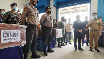 FOTO: Kedatangan Hingga Pemakaman Jenazah Rizki dan Rosi, Korban Sriwijaya Air SJ-182