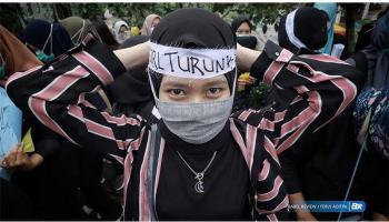 FOTO Yang Wangi Turut Aksi Tolak Omnibus Law UU Cipta Kerja