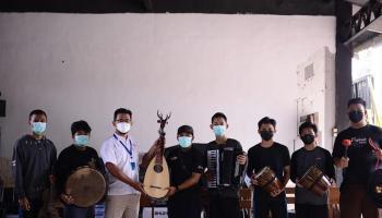 Geliatkan Musik Ethnic di Kabupaten Bangka, PT Timah Serahkan Seperangkat Alat Musik bagi Komunitas Musik Ethnic