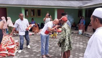 Gencar Aksi Baksos di Tengah Pandemi, Kali Ini Didit Salurkan Beras Gratis Kepada Warga Dusun Tayib