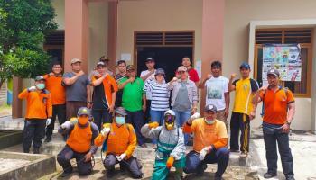 Giliran Kecamatan Simpang Rimba Jadi Sasaran Rina Tarol Dan Tim Gugus Tugas Semprot Disinfektan