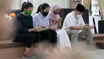 Gubernur Erzaldi Beserta Keluarga Besar Berbagi Rezeki Kepada Para Tuna Netra
