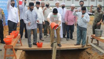 Gubernur Erzaldi Letakkan Batu Pertama Gedung Mekkah
