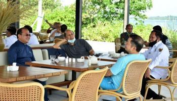 Gubernur Erzaldi Manfaatkan Waktu Santai Menyampaikan Potensi Babel kepada Menteri Suharso