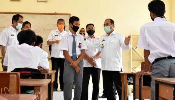 Gubernur Erzaldi Minta SMKN 1 Muntok Siapkan Makalah Perubahan Pola Pembelajaran Siswa