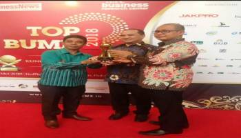 Gubernur Erzaldi Raih Penghargaan TOP Pembina BUMD 2018