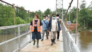Gubernur Erzaldi Resmikan Jembatan Gantung Penghubung Labuh Air Pandan dan Kota Kapur