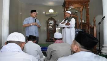 Gubernur Erzaldi Rosman Bantu Pembangunan Masjid Al Khosiyun