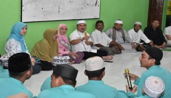 Gubernur Erzaldi Rosman Ikut Berbagi Rezeki kepada 240 Orang Penerima Donasi di Yayasan Baiturrahman Annur Parla